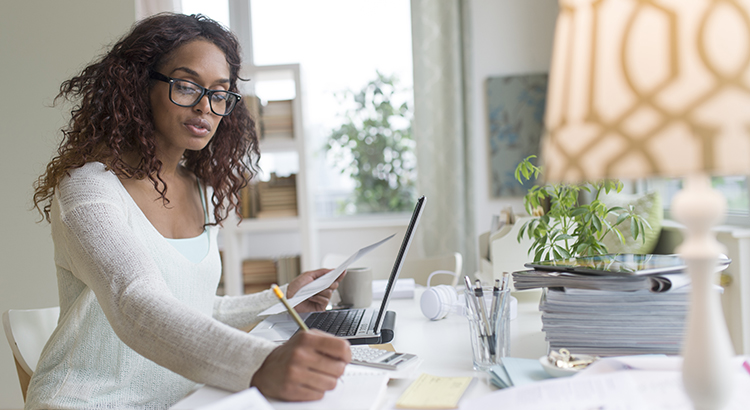 USA, New Jersey, Jersey City, Woman using laptop at home